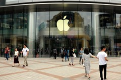 Apple hires founder of QNX Program Systems for automotive task (marvelousapps) Tags: news applestore beijing china