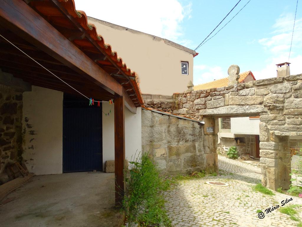 Águas Frias (Chaves) - ... pórtico na rua Nª Sª dos Prazeres ...