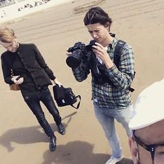 lekker viben op t strand #zandvoort #viseten #sebasmunoz #clippie #golden #goud