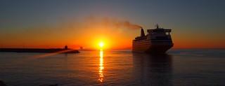 6h38 port de Bastia .Chassé-croisé de ferries