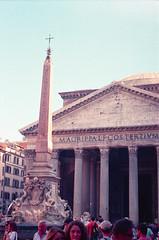 pantheon, may 2014 (Teófilo de Sales) Tags: trip italy rome roma film analog 35mm 50mm nikon italia erasmus kodak pantheon nikkormat analogic kodak200 nikkormatel
