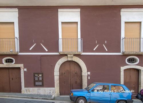 Pertosa (SA), 2015, Centro storico: edificio con feritoie per sparare su eventuali aggressori.