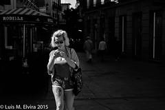 En Madrid. (luisephoto) Tags: madrid street espaa mujer europa gente retratos comunidaddemadrid robados