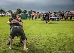 Ewen Salaun & Ben Johnstone (FotoFling Scotland) Tags: 2016 bridgeofallan bridgeofallanhighlandgames event ewensalaun scotland scottishwrestlingbond benjohnstone grip hold kilt kilted male wrestler wrestlingbond