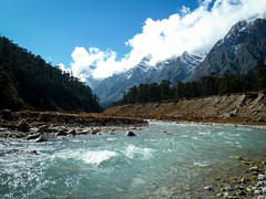 . (S_Artur_M) Tags: travel india mountains river landscape lumix panasonic valley himalaya fluss landschaft indien sikkim reise gebirge yumthang tz10