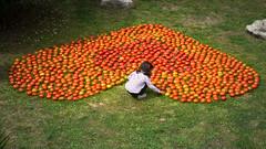 Love to tomatoes (Jordi Ramon Fotografia) Tags: red portrait green girl spain tomatoes catalonia girona