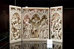 Triptyque  la Crucifixion  (zigazou76) Tags: christiannisme crucifixion gothique ivoire muse placedumarchaljoffre sculpture triptyque yvetot