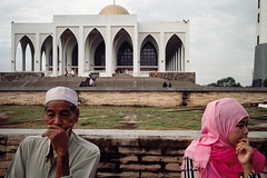 * (Sakulchai Sikitikul) Tags: street streetphotography summicron snap songkhla film masjid thailand hatyai muslim islamic islam leica m6 ttl 085 oldman 35mm