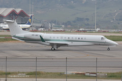 PP-INC - 2013 build Embraer 135BJ Legacy 650, taxiing to the General Aviation ramp on arrival at Barajas (egcc) Tags: madrid 650 mad legacy embraer barajas bizjet emb135 incobrasa lemd 135bj ppinc 14501179 prlbq