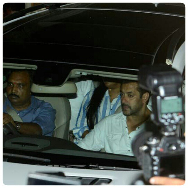 After 8 hours in court, Salman reaches home. Salman Khan gets Two days Bail. #isupportsalmankhan #SalmanKhan #Livetoforgive #Humanity #PrayersforSalman #beinghuman @BeingSalmanKhan #Iwillridewithyou
