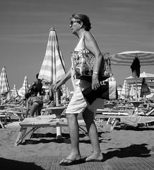 La nonna di Cesare (r_evolution63) Tags: jesolo jesololido lidodijesolo veneto italia italy europa europe provinciadivenezia donna woman signora lady spiaggia beach beachlife bn bw bianconero blackwhite grigio grey monocromo monochrome sony dscw7 compact