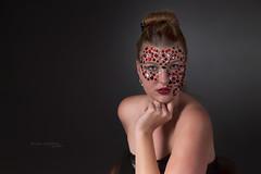 Portrait en studio avec Laura (www.darnoc.fr) Tags: bleu rouge jaune pourpre canon eos6d eos 6d lightroom photoshop ef24105mmf4lisusm 24105mm 24105 femme modele robe blanc studio pose portrait diamants