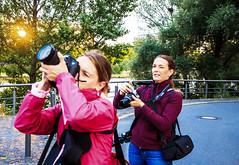 """""""Catch me, if you can!"""" (S. Ruehlow) Tags: sonnenuntergang frankfurt workshop westhafen personen fotografen gutleut gutleutviertel kursteilnehmer fotoworkshop optischeillusion karpfenweg"""