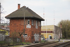 Ls1 interlocking tower , Leszno train station 13.04.2015 (szogun000) Tags: road street railroad brick station canon gate crossing tracks poland polska rail railway signal pkp wielkopolska ls1 e59 interlockingtower leszno buildingarchitecture wielkopolskie greaterpoland canoneos550d canonefs18135mmf3556is d29271 d2914 d29318 d29359 d29817