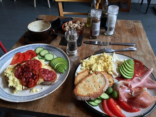 food london tomato table pepper avocado cafe healthy... (Photo: Winniepix on Flickr)