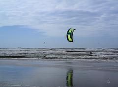 kitsurfen (Erik Reijnders) Tags: kite strand noordzee wijkaanzee samsungnx2000