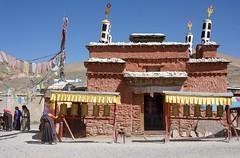 Baryang Gonpa, Tibet 2015 (reurinkjan) Tags: tibet  2015  janreurink tibetanplateaubtogang tibetautonomousregion tar tsang drongpacounty baryangvillage paryang baryanggonpa buddhismsangsrgyaschoslugs buddhist tibetannationalitytibetansbodrigs tibetannationtibetanpeoplebkyimigy pilgrimnekorwakormi pilgrimagenekor onpilgrimagenekorpa greatsacredplacenechen prayerwheelkhorlo prayerwheelmanichoskhor