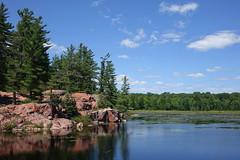 Cranberry Bog Trail, Killarney Provincial Park, Ontario, Canada (alex_7719) Tags: ontario canada killarneyprovincialpark killarney lake pond water cranberrybogtrail trees      redgranite