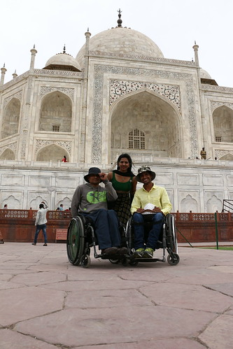 Accessible Tour of Taj Mahal: Trio enjoying the visit to Taj Mahal