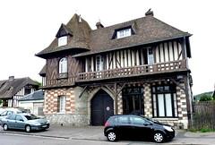 Saint-Aubin-ls-Elbeuf - Maison rue Charles Legoupil (Philippe Aubry) Tags: normandie seinemaritime valledelaseine saintaubinlselbeuf maison colombages