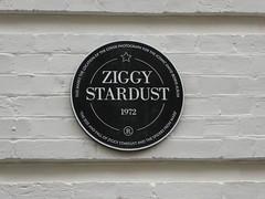 23 Heddon Street (Chimista) Tags: panasonic lumix panasonictz80 londres inglaterra heddonstreet msica davidbowie ziggystardust calle cartel placaconmemorativa dmctz80
