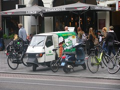 Cannabis Ice Cream (streamer020nl) Tags: amsterdam 020816 2016 holland nl nederland netherlands paysbas ape 50 piaggio 3wheeler driewieler cannabis icecream ijs greenlove damrak