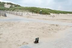 (Arthur van Beveren) Tags: nederland netherlands niederlande holland paysbas hollanda paesibassi paisesbajos shoes schoenen lonely alleen verlaten deserted beach strand sand zand scheveningen