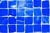 Pastilhas de vidro azuis (marcusviniciusdelimaoliveira) Tags: textura vidro azul decoração abstrato parede padrão pastilha