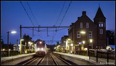20160723 SLT by Night, Bodegraven (6185) (Koen Brouwer) Tags: bodegraven sprinter train trein zug station gare bahnhof juli 2016 6185 slt werkzaamheden blue hour night dark