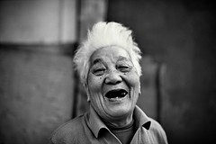 A happy old woman (snowpine) Tags: street streetphotography streetportrait people portrait bw blackandwhite blackwhite candid china chinese oldlady oldwoman smile happy