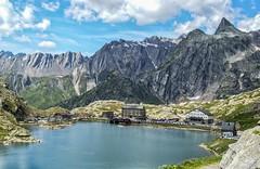 Col du Grand St Bernard - Suiza (bervaz) Tags: mountain lake clouds lago suiza sony nubes 18200 a100 montaas sanbernardo 18200mm coldugrandstbernard 18200mmf3556 dslra100