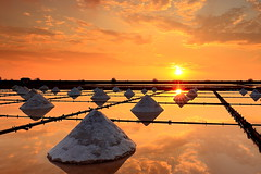 (Yi-Liang Lai) Tags: sunset sun sunlight color reflection colors sunshine canon reflections salt taiwan  tainan   dpp mobile01  1635       saltevaporationpond canon6d    1635mmf4l 1635f4l