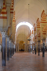 CORDOBA 2015 0631 copia (Cazador de imgenes) Tags: street espaa grande photo spain nikon foto cathedral streetphotography catedral 15 mosque andalucia cathdrale cordoba mezquita streetphoto mayo andalusia crdoba andalusien cordova spagna spanje andalousie spania moschea mosque 2015 spange cordoue mezquitacatedral photostreet crdova    d7000 mosquecathdrale  mosquecathedral mayo2015
