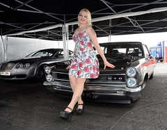 Melanie & GTO (Fast an' Bulbous) Tags: santa england woman hot sexy girl car pits bike race drag pod nikon flash may gimp meeting mainevent d7100