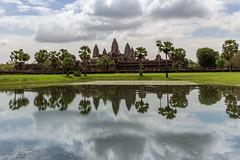 Angkor Wat (bienve958) Tags: angkorwat camboia siemreap krongsiemreap camboya kh khmerempire hindutemple buddhisttemple khmerarchitecture architecture unescopatrimoniodelahumanidad unesco patrimoniodelahumanidad ngc saariysqualitypictures