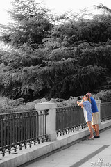 Tourists enjoying the views (ZKent.Yousif) Tags: madrid spain tourists palace garden royal artistic sigma sigma1750mm canon 50mm street photography