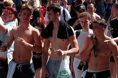 100% Degradable - Brighton Pride, 2016 (Rhisiart Hincks) Tags: hwyl fun lloegr powsows england sasainn brosaoz ingalaterra angleterre inghilterra anglaterra  angletrra sasana  anglie ngilandi pride lgbt hoyw bi deurywiol trawsrywiol transexual lesbian hevelreviat gay festival gyl brighton sussex hebgrys diroched sanschemise sincamisa shirtless paotred mutilak dynion men hommes fir gizonak bechgyn mecs boys guys lads sigart cigarette tyrfa crowd engroez