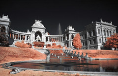 Longchamp (Lolo_) Tags: marseille infrared infrarouge ir palais jardin fontaine longchamp jet eau bassin monument durance fountain water girl woman femme sunbathing bronzage sieste sleeping pelouse grass garden bain soleil farniente architecture teen phone red palace france