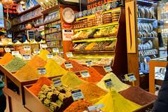 Istanbul: Bazar delle spezie (Luciano ROMEO) Tags: gente istanbul bazar spezie sera negozi zafferano bancarelle zenzero cannella droghe botteghe garofano aromi bazardellespezie