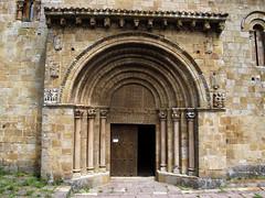 Iglesia / Church (Rafa Gallegos) Tags: cervatos cantabria espaa spain iglesia igrexa igreja church puerta door