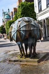 Sculpture Bst by Fred berg (Maria Eklind) Tags: city summer sculpture art bronze umbrella se sweden skulptur sverige streetview cityview trelleborg skneln bst fredberg
