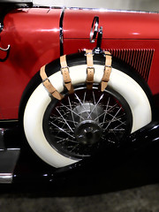 Look at that Caddilac (Steve Taylor (Photography)) Tags: auto red newzealand white black car leather wheel metal museum mirror belt cool automobile shiny spokes nelson rubber chrome nz strap southisland spare dual v8 classiccars 1929 straycats phaeton cowl 90bhp lookatthatcadillac worldofwearableartandcollectiblecars