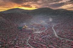 Roof of the world, Larung Gar (sailomkaa) Tags: china architecture landscape temple photography see asia buddha buddhism nuns tibet east monks stunning tibetan kham prefecture sichuan seda province residental gar organized ganzi ganze featured autonomous larung pawin sertar wichuda larunggar sailomka