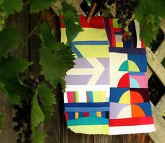 fr Kerstin (Lizinnie) Tags: 12bowleggedcurvybees patchwork improvisieren impro improvisation liberated wonky curvy bunt colorful