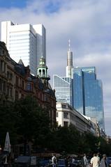Frankfurt, Kaiserstrae, Silver-Tower, Commerzbank-Tower, Euro-Tower und Galileo (HEN-Magonza) Tags: frankfurt hessen hesse deutschland germany kaisrstrase historismus historicism silvertower commerzbanktower eurotower hochhaus highrisebuilding galileo
