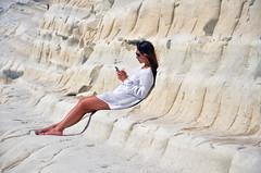 Bianco chic (encantadissima) Tags: scaladeiturchi realmonte agrigento sicilia marna biancosubiancoladywhite donna telefonino assorta