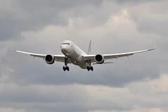 'VS301C' (VS0301) DEL-LHR (A380spotter) Tags: approach landing arrival finals shortfinals threshold strobe beacon boeing 787 9 900 7879 dreamliner™ dreamliner gvmap westendgirl virginatlanticairways vir vs vs301c vs0301 dellhr runway27l 27l heathrow egll lhr