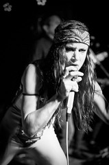 (Michael_Booth) Tags: juliettelewis singer songwriter female rock soul blues actress concert music live performer monochrom blackandwhite bw leica leicastyp007 leicasummarits70mmasphcs thecasbah thecasbahsandiego casbah
