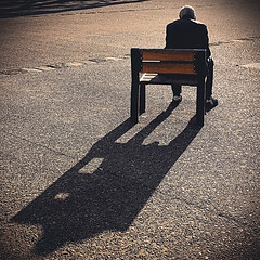 homme seul sur un banc mditant   / man alone on a bench contemplating (JonathanStutz) Tags: man bench meditation contemplating sunset soir dos ombre back shadow solitude loneliness seul alone mlancolie melancholy