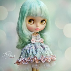 HEART STEALER  Odd Princess Atelier Silk Collection  Available in my etsy store, find the link in profile 💓 #blythe #oddprincess #oddprincessdolls #msr #misssallyrice #blythedress #silkdress #victoriandress #blythestagram #dollsewing #dollstagra
